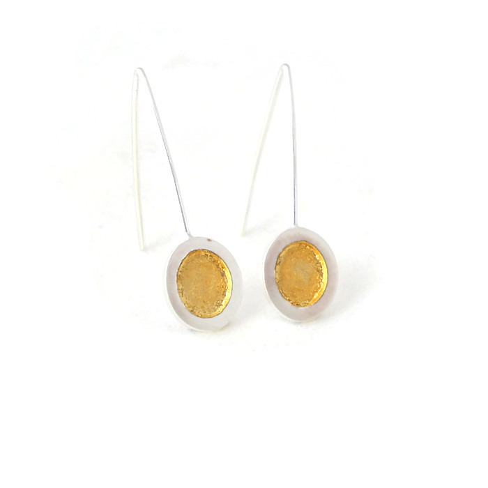 Oval earrings with contrasting gold